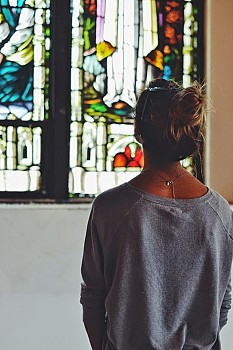 During Open Doors 2014, a visitor admires the (invaluable) stained-glass preserved at the new Saint Antonios Church.